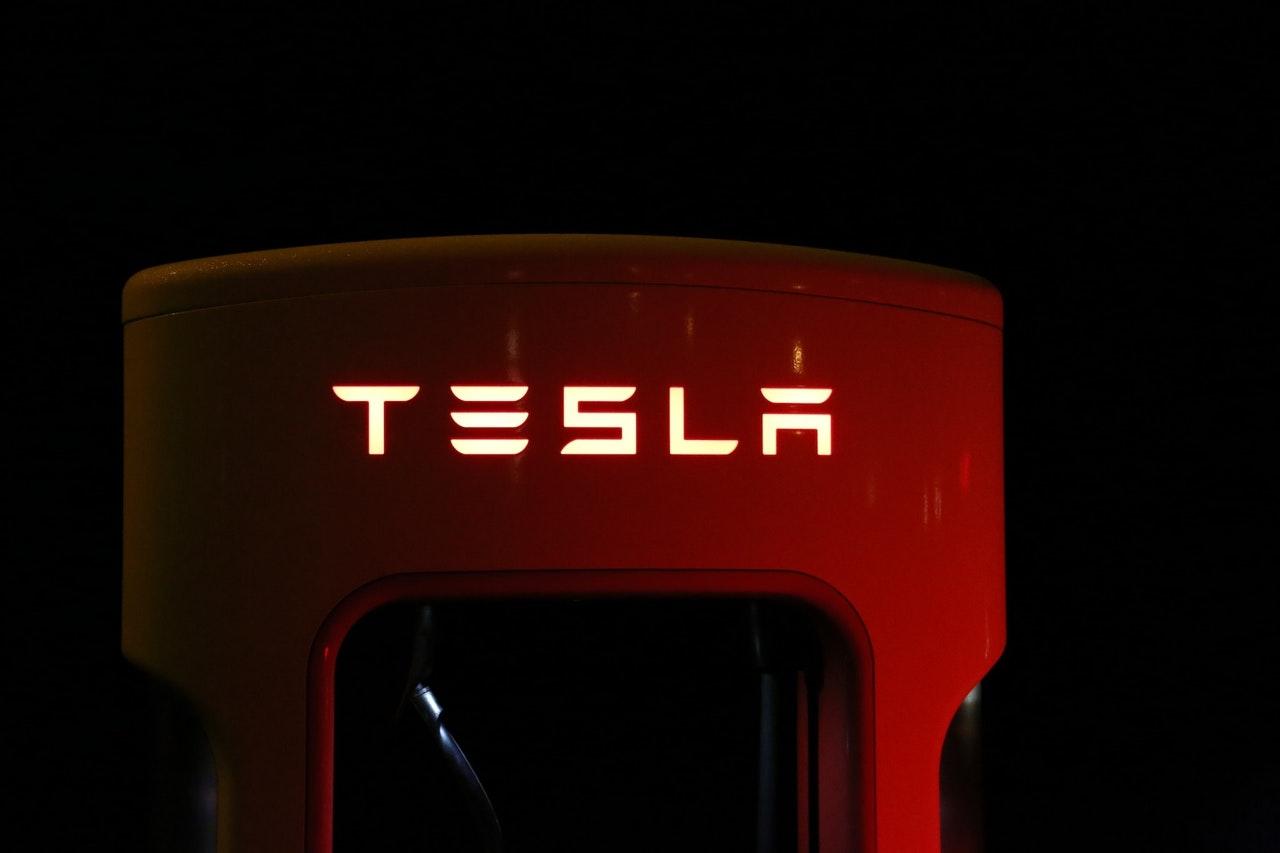 Tesla wyprzedza Nio na giełdzie. Popularność producentów pojazdów elektrycznych utrzymuje się wśród inwestorów